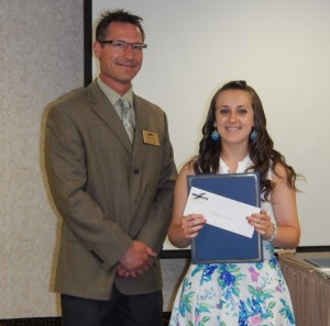 Amanda Mina receives her award from David Nodge